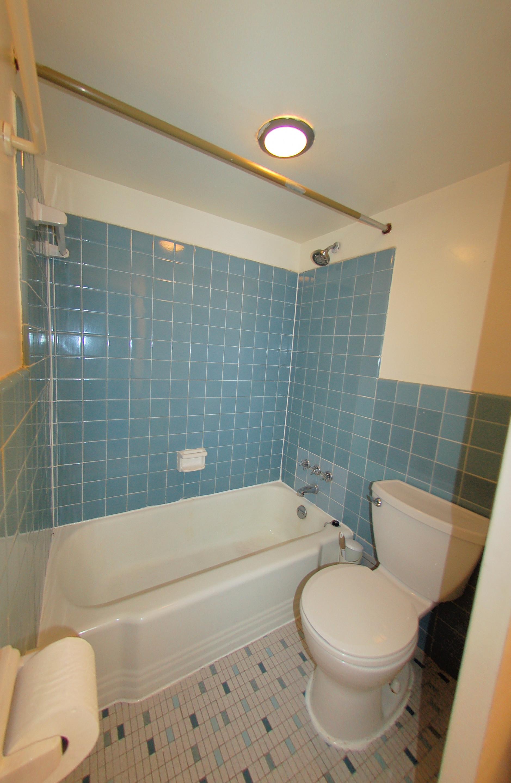 922TwentyFourthStNW810-10-Bath2